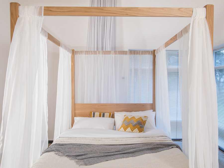 Four poster bed summer get laid beds - Four poster bed curtains ...